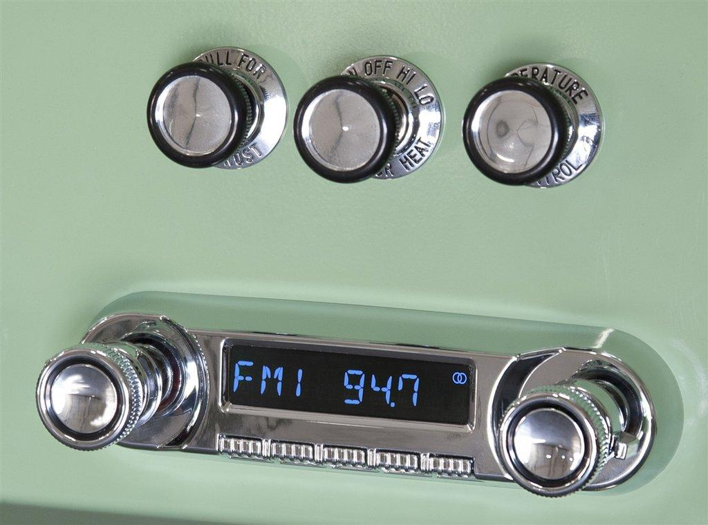 "Retrosound 1961-68 Dodge ""D"" Series Trucks Huntington Direct-fit Radio"