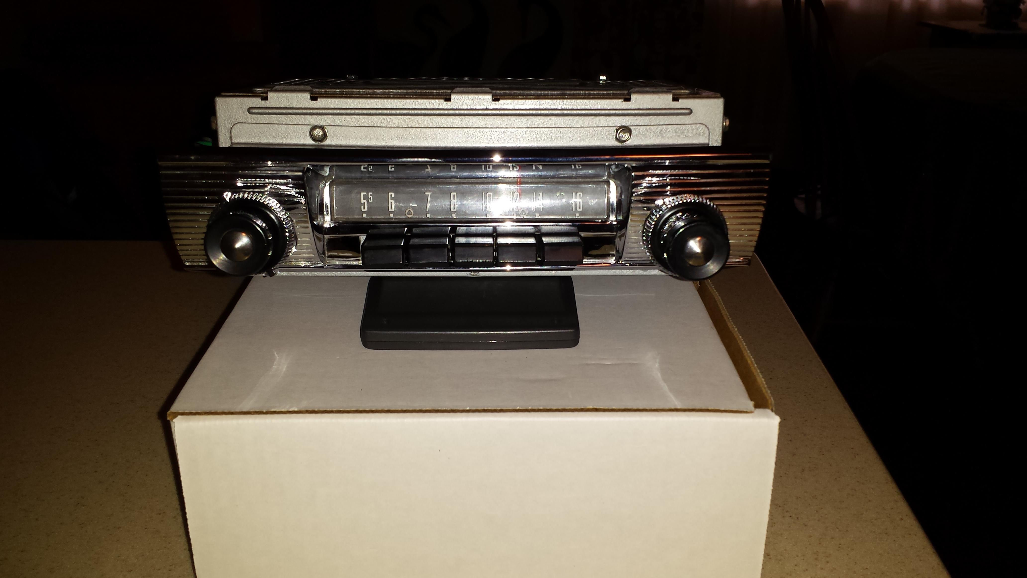 1956 FORD PUSHBUTTON RADIO