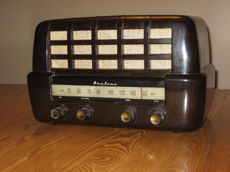 AIRLINE TABLE RADIO