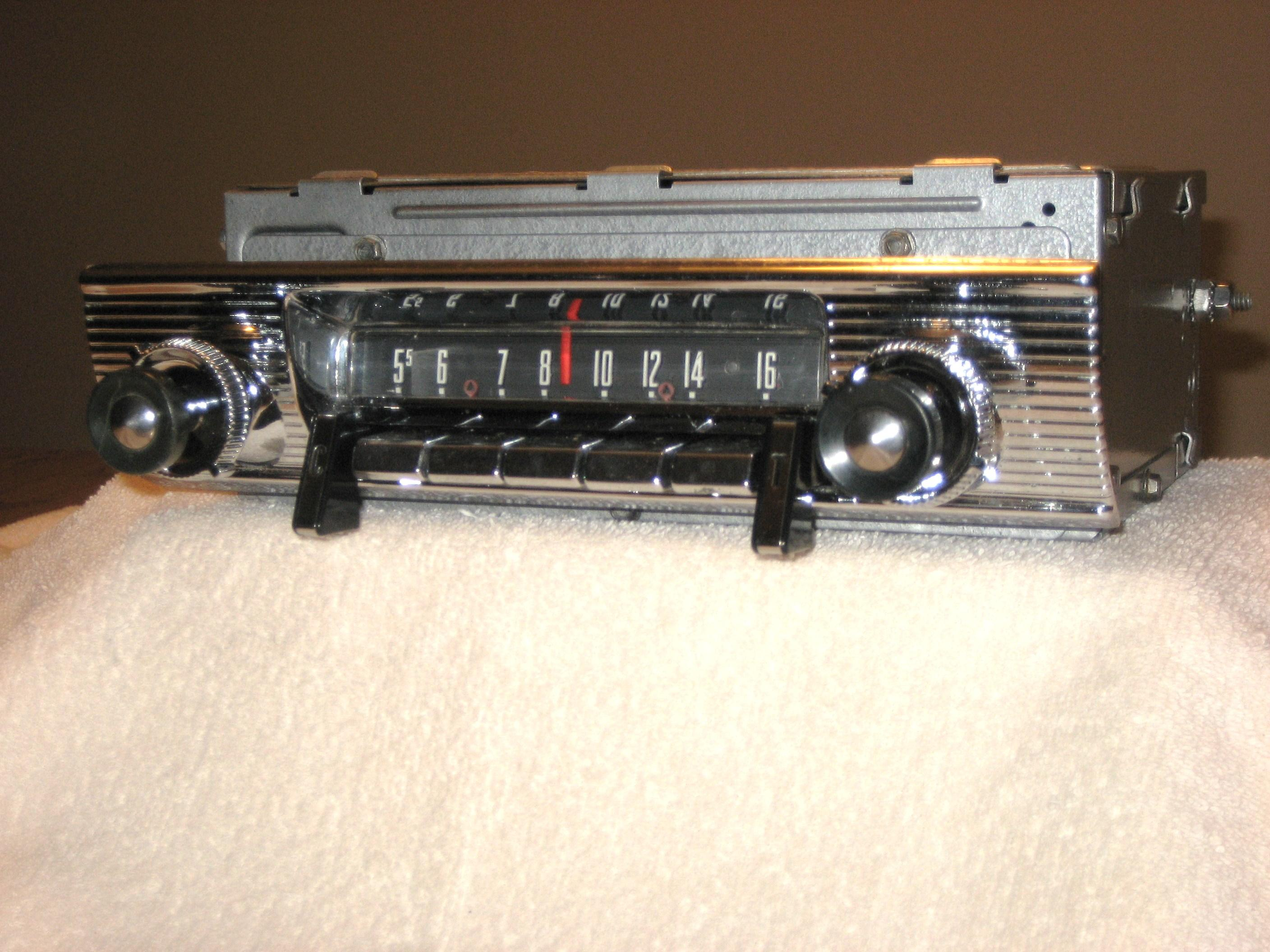 1956 FORD TOWN & COUNTRY AM-FM STEREO RADIO